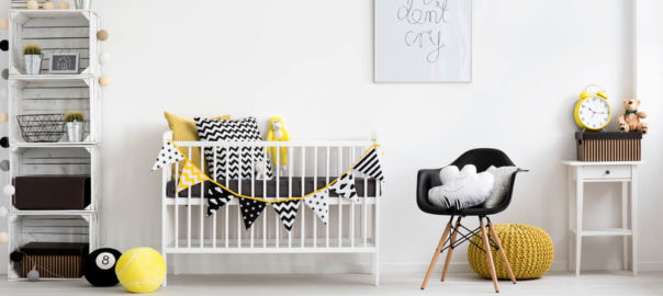 Tendencias de doracao de quarto de bebe para 2017 - branco, amarelo e linhas geometricas