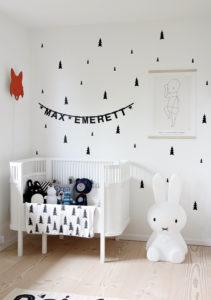 Quarto de bebe preto e branco