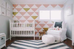 Quarto de bebe com linhas geometricas para decorar de forma moderna