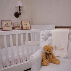 Quarto de bebe com presente personalizado para dar para bebe recem-nascido com ursinho de pelucia