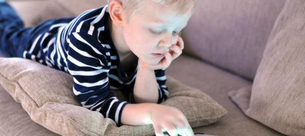 Dicas para lidar com os malefícios da internet na vida de seu filhoi