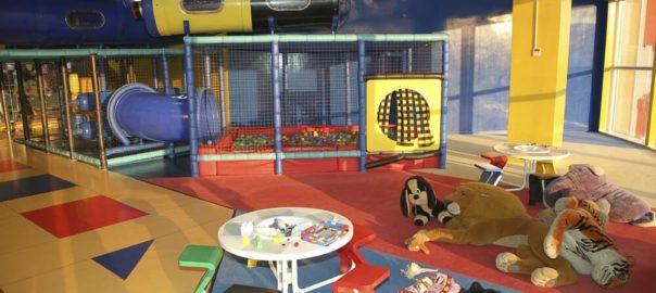 Etaurantes e cafes com playground, parquinho e sala de brinquedos para as criancas