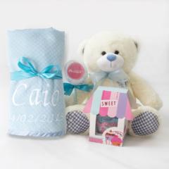 Conteudo da cesta para bebe azul babador toalhinha de boca body bebe e ursinho de pelucia