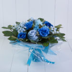 Buquê azul roupas bebê presente personalizado especial maternidade nascimento chá de bebê flores mamãe enxoval paninho de boca comprar
