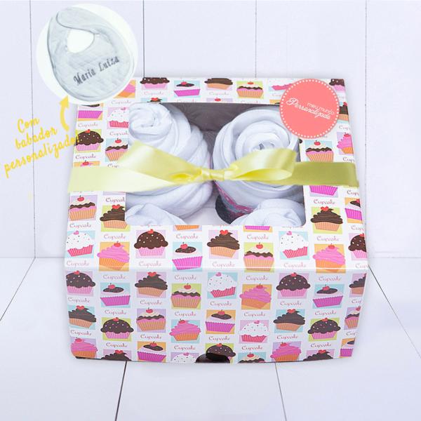 Kit Presente para bebe mini enxoval com 4 cupcakes de roupinhas branco unissex