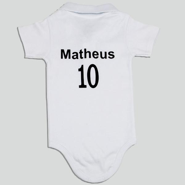 Body personalizado com nome e numero preto e branco – tras sem bola (fundo cinza)
