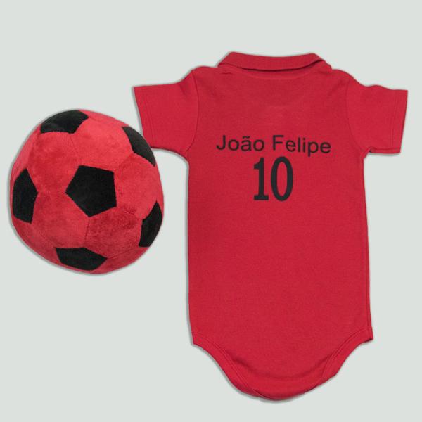 Body personalizado com nome e numero vermelho e preto e bola de futebol