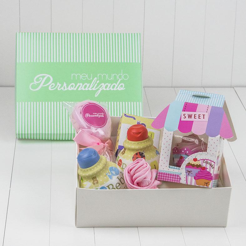 kit-presente-recem-nascido-com-shampoo-condicionador-sabonete-cupcake-pirulito-e-meia-rosa-meninas