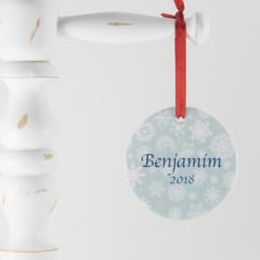 Enfeite personalizado com o nome da nenem ou da crianca para adicionar um toque pessoal e especial a arvore de Natal