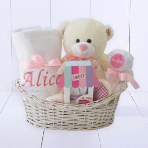 Cesta presente para recém nascido com manta personalizada ursinho de pelucia e body bebê