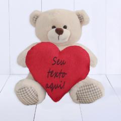 Urso com coração personalizado. Presente criativo namorado ou namorada