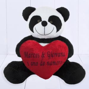Presente criativo 1 ano de namoro - panda com coração de pelúcia personalizado